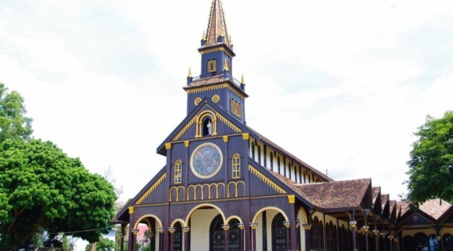 Nhà thờ gỗ hơn 100 năm tuổi ở Kon Tum