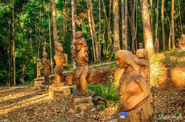 Rừng tượng gỗ ở thác Pa Sỹ với hàng trăm tượng gỗ độc đáo