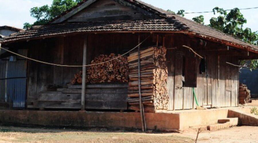 Tục chặt củi 'bắt chồng' của người Jẻ-Triêng Kon Tum