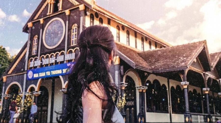 Check in nhà thờ gỗ độc đáo hơn trăm năm tuổi ở Kon Tum