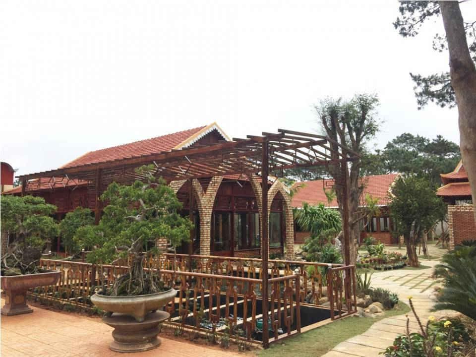 Khuôn viên Nhà hàng Sơn Lâm Quán