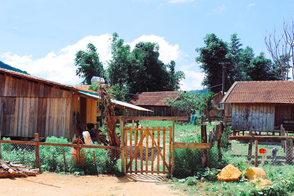 nhà cửa ở làng