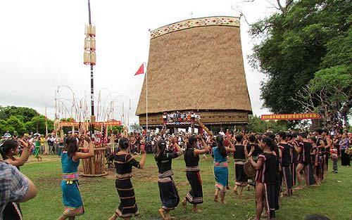 Văn hóa Kon Tum