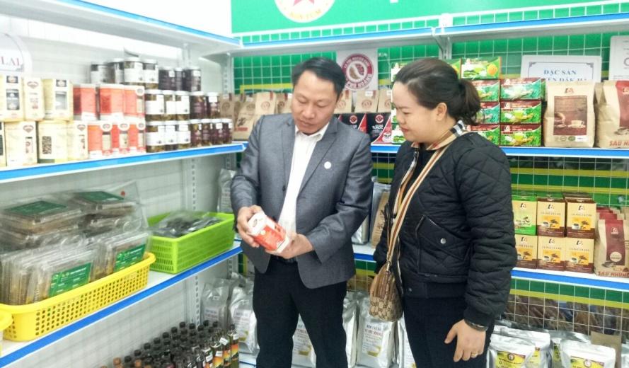 Trưng bày, giới thiệu gần 300 sản phẩm OCOP và hàng nông sản khu vực Tây Nguyên