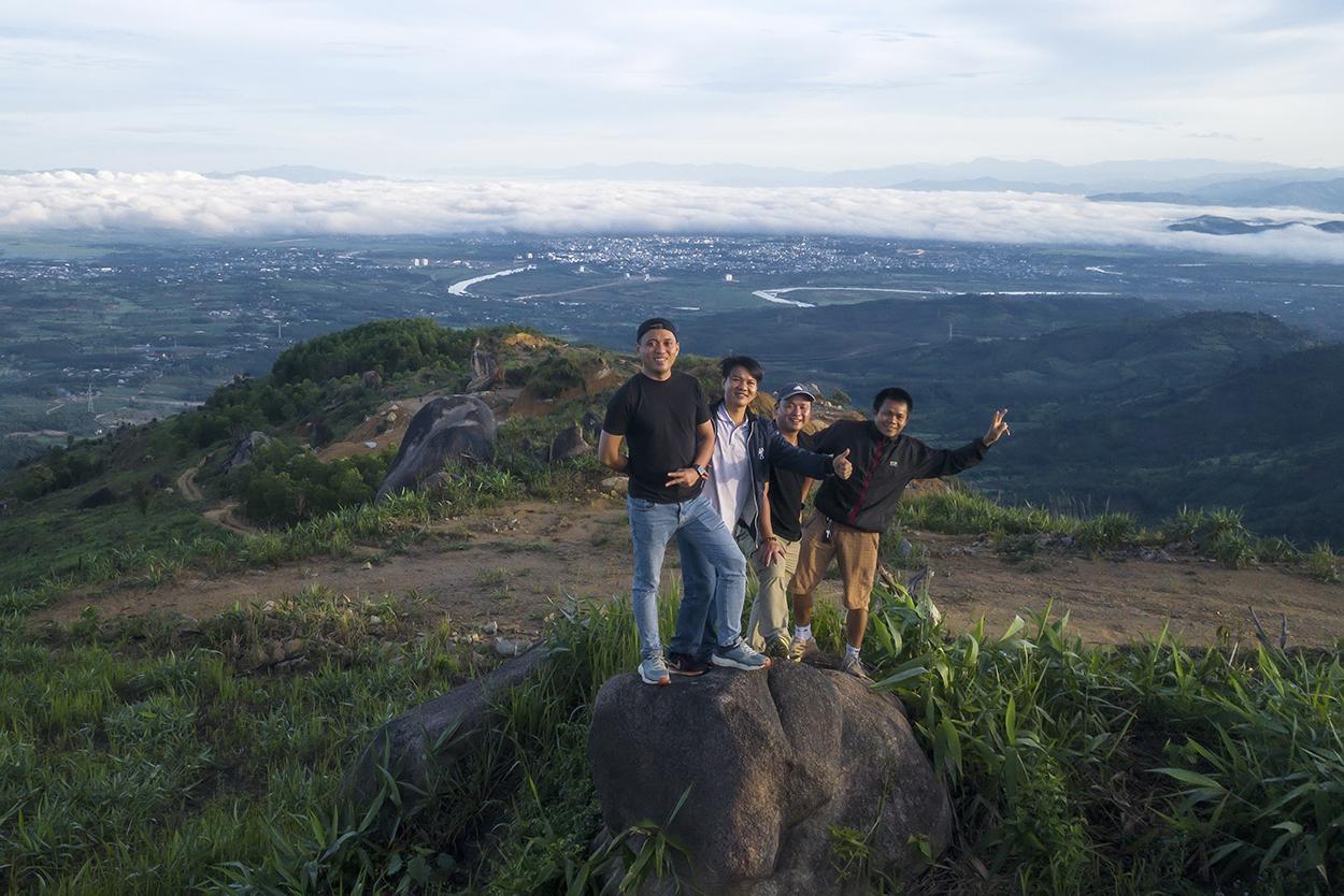 Chùm ảnh: Núi Chư Hreng - Điểm đến hấp dẫn của giới trẻ Kon Tum